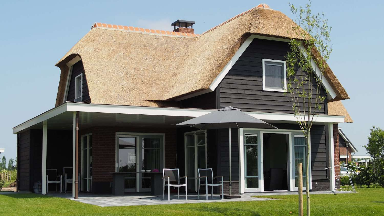black-and-brown-wooden-house-1105754 (1)